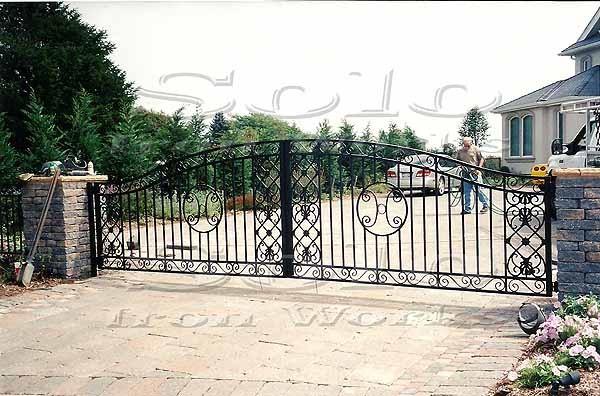 wm_Driveway_Security_Gate_005_copy600x.jpg